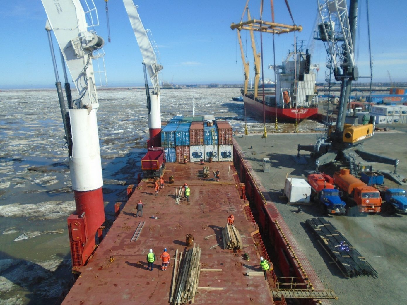 Pioneer has delivered cargo to the port of Sabetta