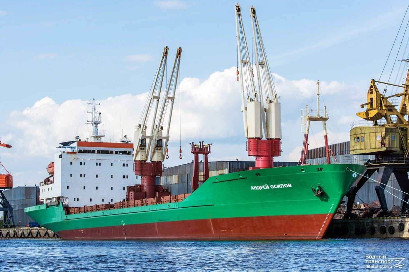 Andrey Osipov delivers cargo from Arkhangelsk to Salmanovskoye field