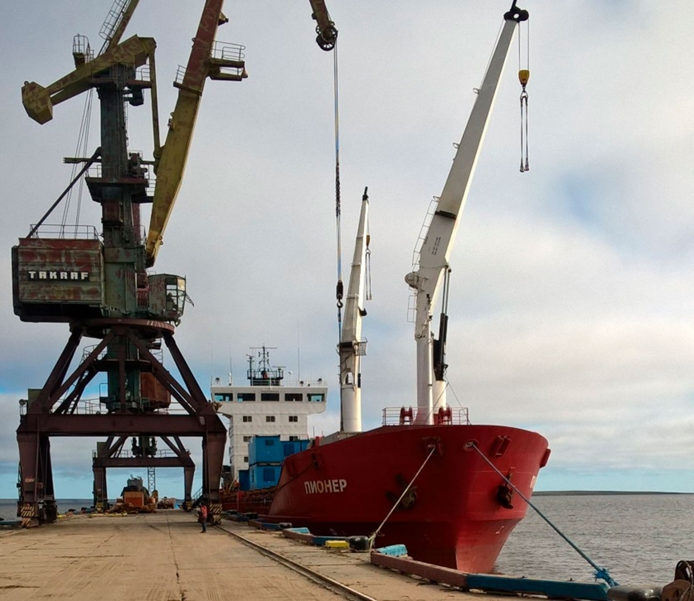 Dry cargo ship Pioner arrived at Tiksi from Murmansk via Northern sea route